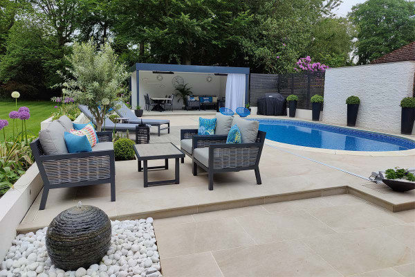 Designed by Outside Spaces by Chloe, www.outsidespacesbychloe.com   Built by Executive Gardens, www.executivegardens.co.uk