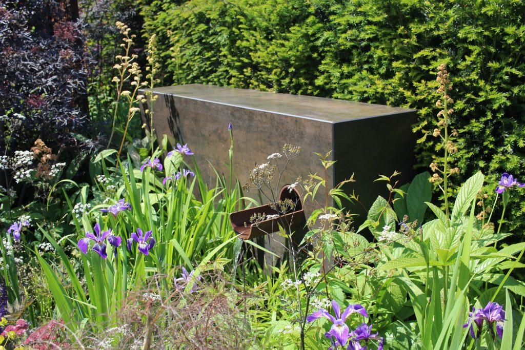 DesignClad Steel Dark in the Urban Flow with Thames Garden