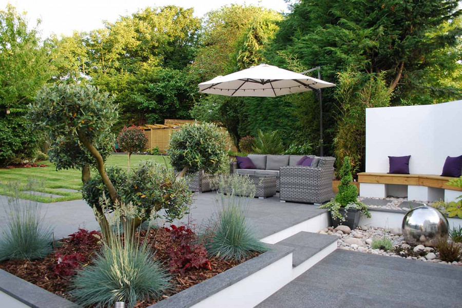 The perfect example of lifestyle garden furniture, this comfortable modular sofa set is perfect for relaxing.