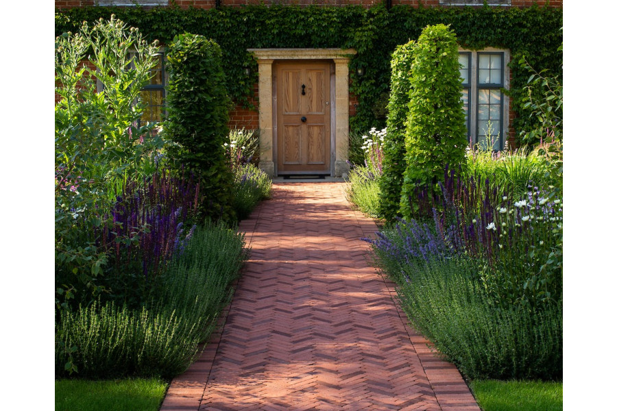 These beautiful classic brick pavers from Chelmer Valley make a stunning entrance way.