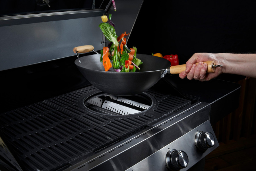 Cook up the perfect BBQ side dishes in this hybrid BBQ Wok