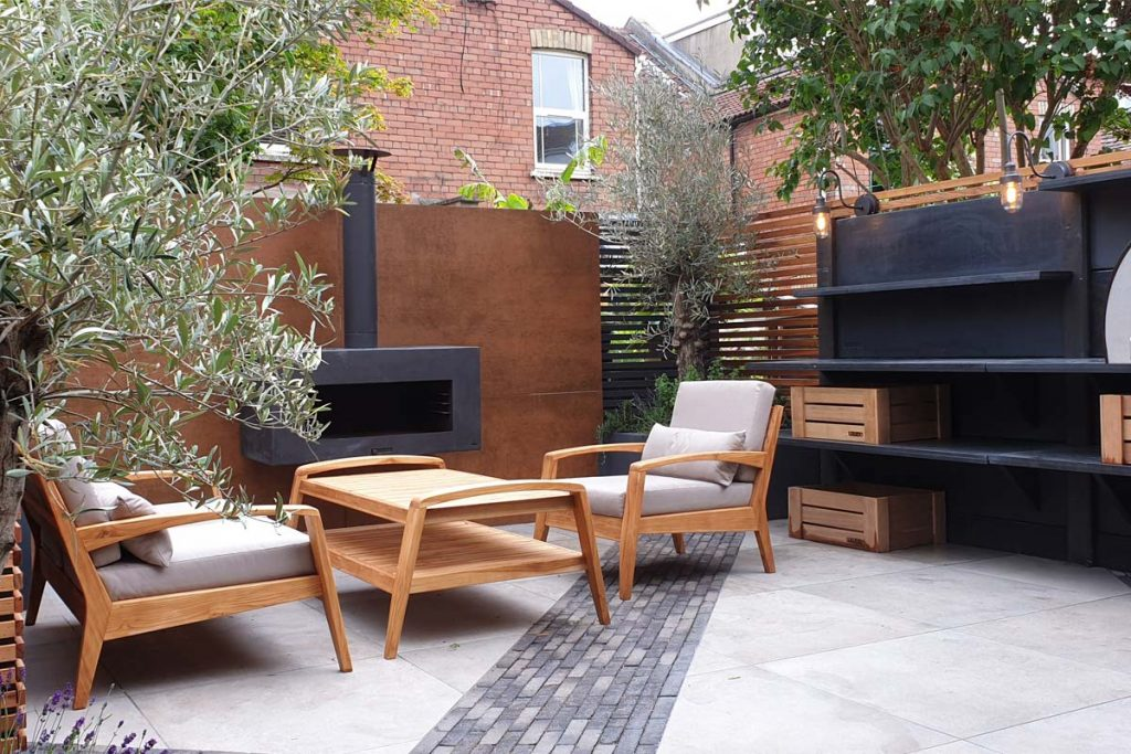 Garden armchairs are a luxurious element for any garden to enjoy long periods of time in the garden.