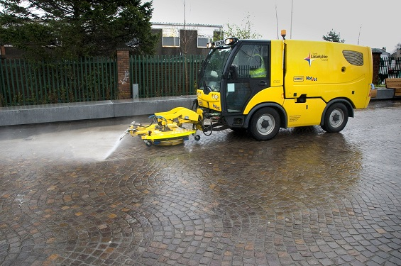 Mechanical Street Cleaning - No problem with vdw 850 Jointing Mortar - med rs(1) reduced